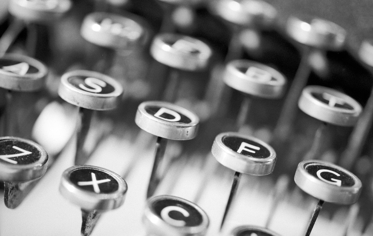 Typewriter Keys by Peter Lewicki c:o Unsplash