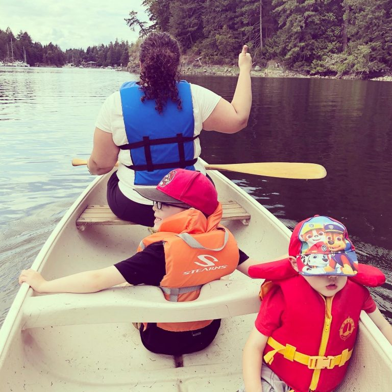 Family Canoe Trip in Secret Cove - Thumbs Up